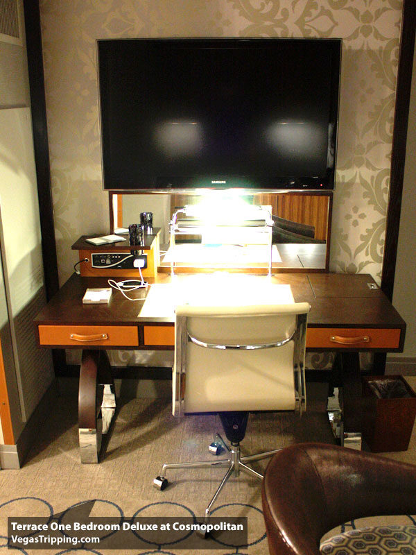 Cosmo Terrace Desk. The Cosmopolitan Terrace One Bedroom Suite   The VT Soft Review