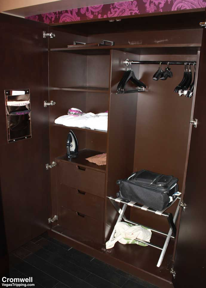 Cromwell Las Vegas Deluxe Room Review 2015 Closet