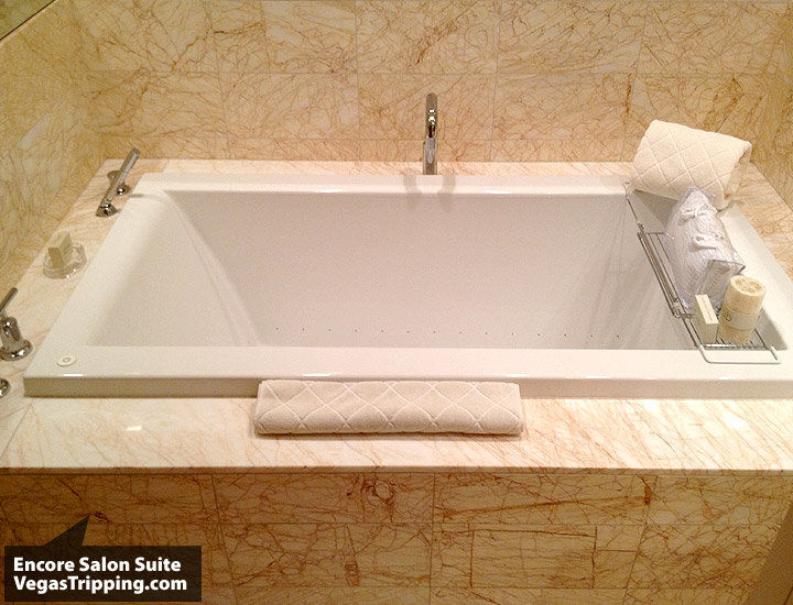 Encore Salon Suite Review - Tub