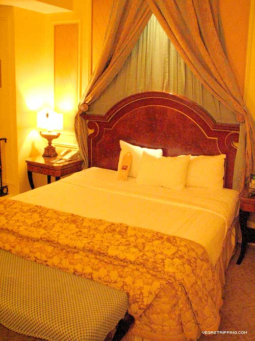 Venezia Luxury Suite Bed