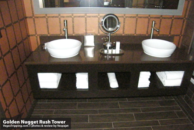 Golden Nugget Rush Tower Review  Bathroo