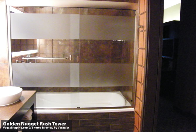 Golden Nugget Rush Tower Review  Tub
