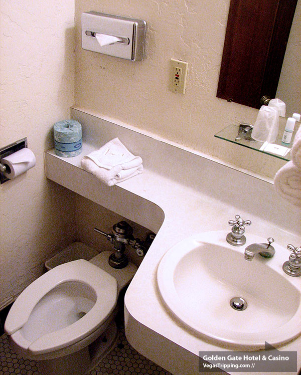 Golden Gate Hotel Las Vegas Review - Bathroom