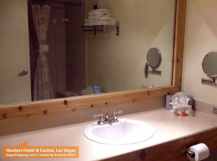 Hooters Hotel & Casino Las Vegas Review Bathroom