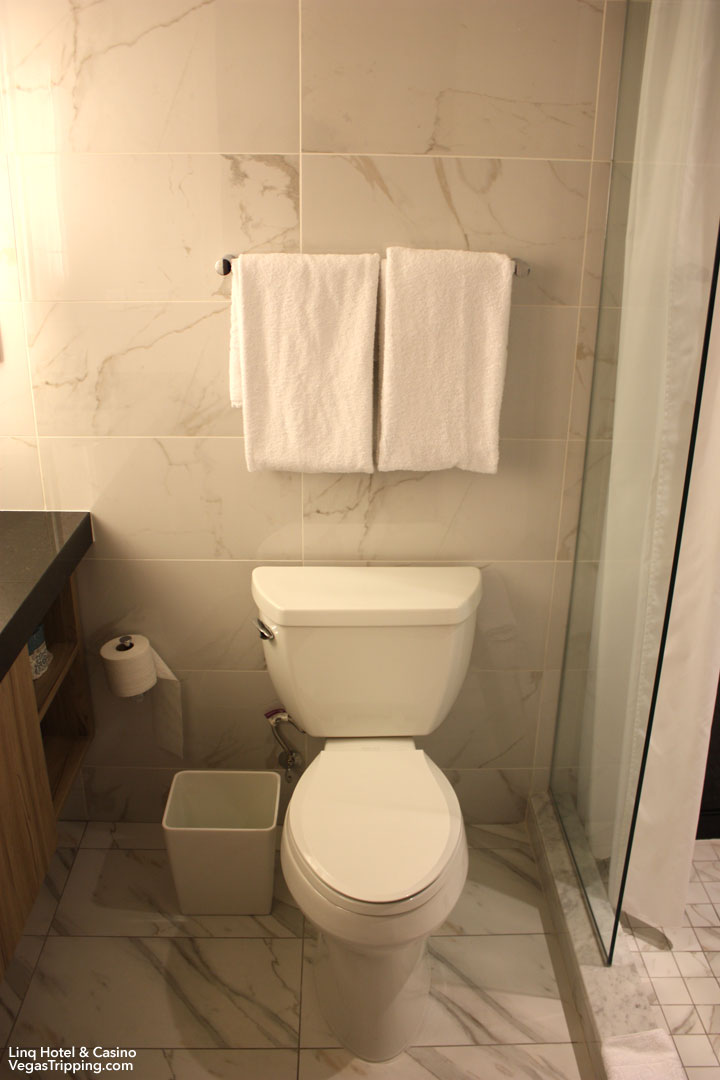 LINQ Hotel & Casino Room Review Toilet