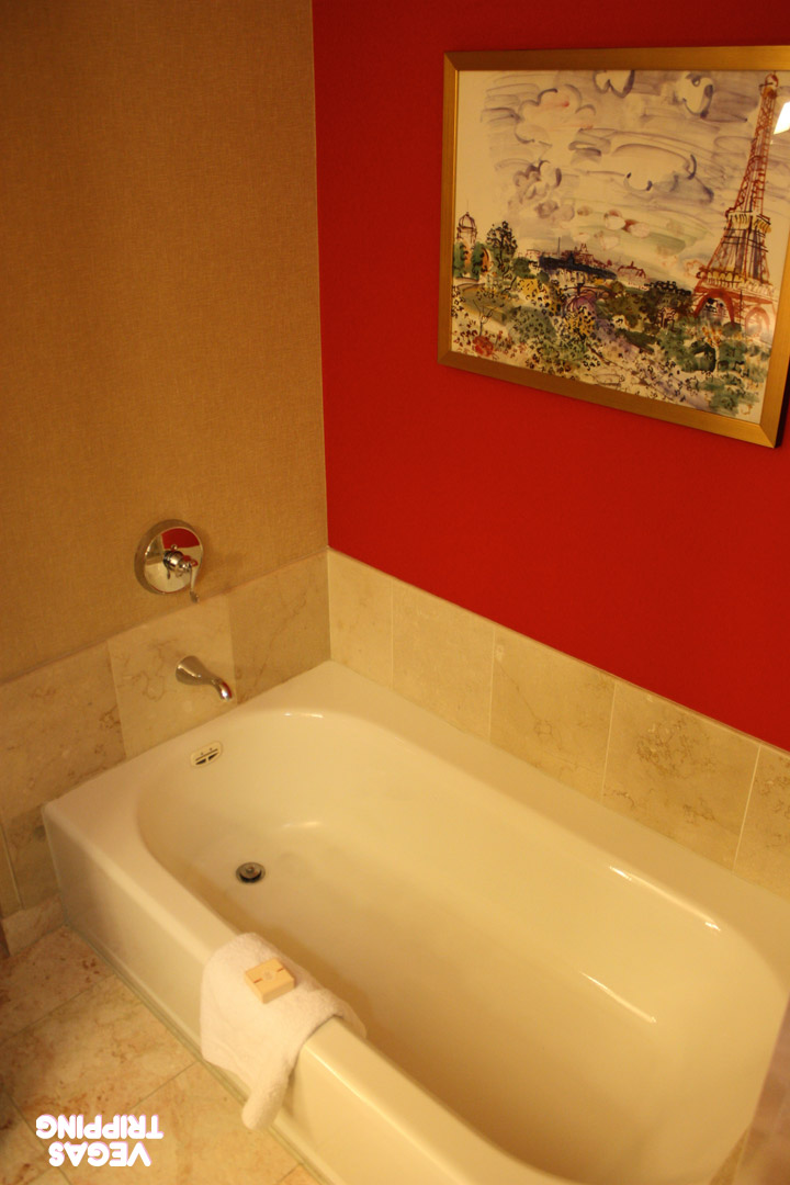 Paris Red Rooms Review 2014 Tub