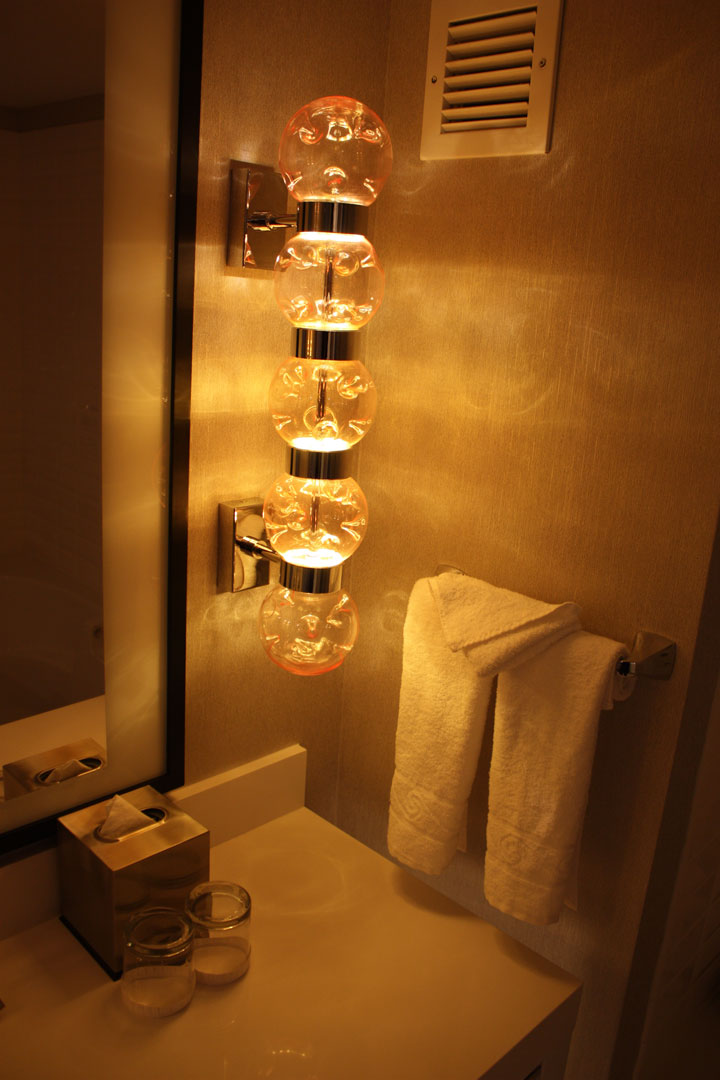 Planet Hollywood Ultra Hip Room Review Bonglight2