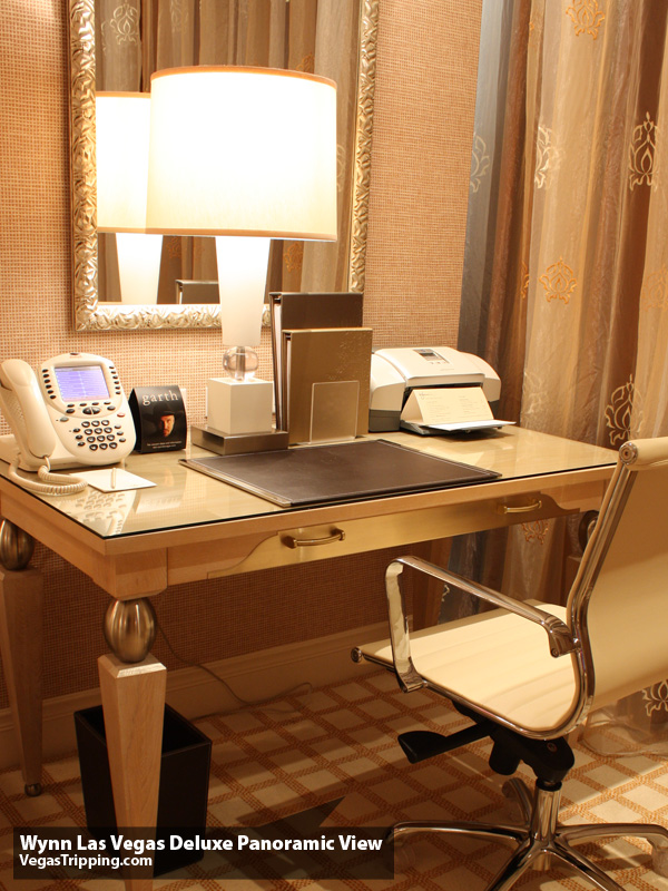 Wynn Deluxe Panoramic Desk